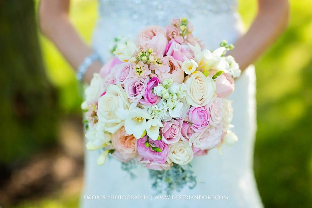 blush wedding flowers, photo by D&Orfs Photography