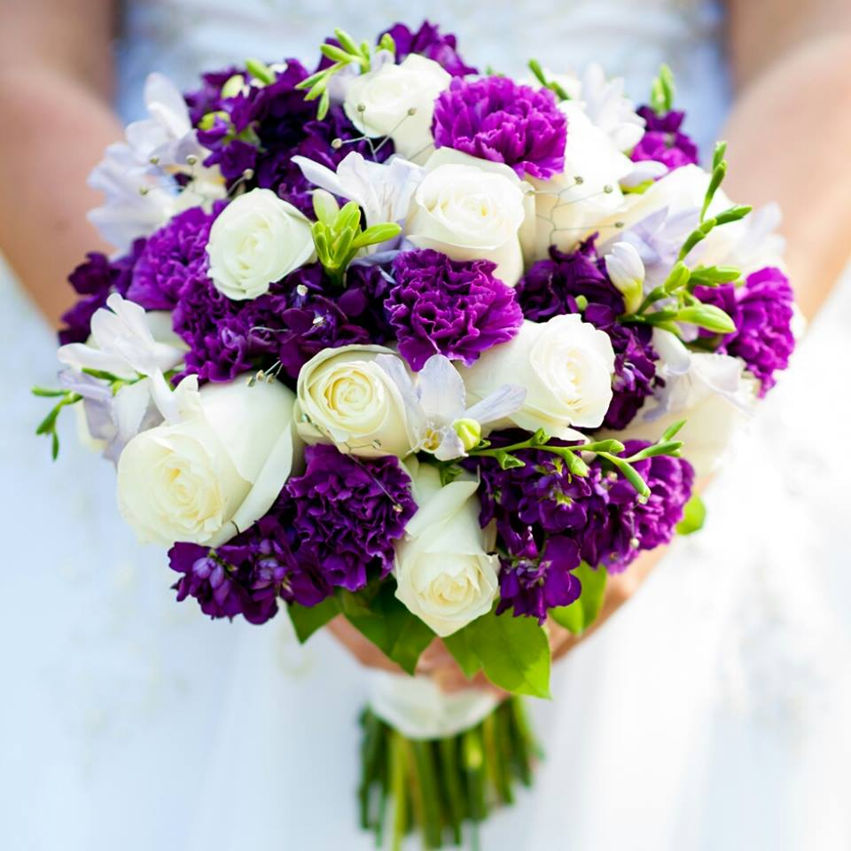 purple Des Moines wedding flowers
