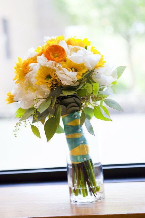 yellow Des Moines wedding flowers