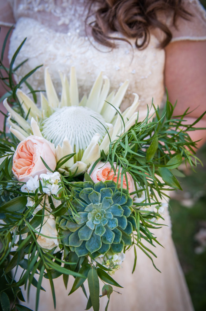peach and green wedding flowers, photo by MaggieGPhoto