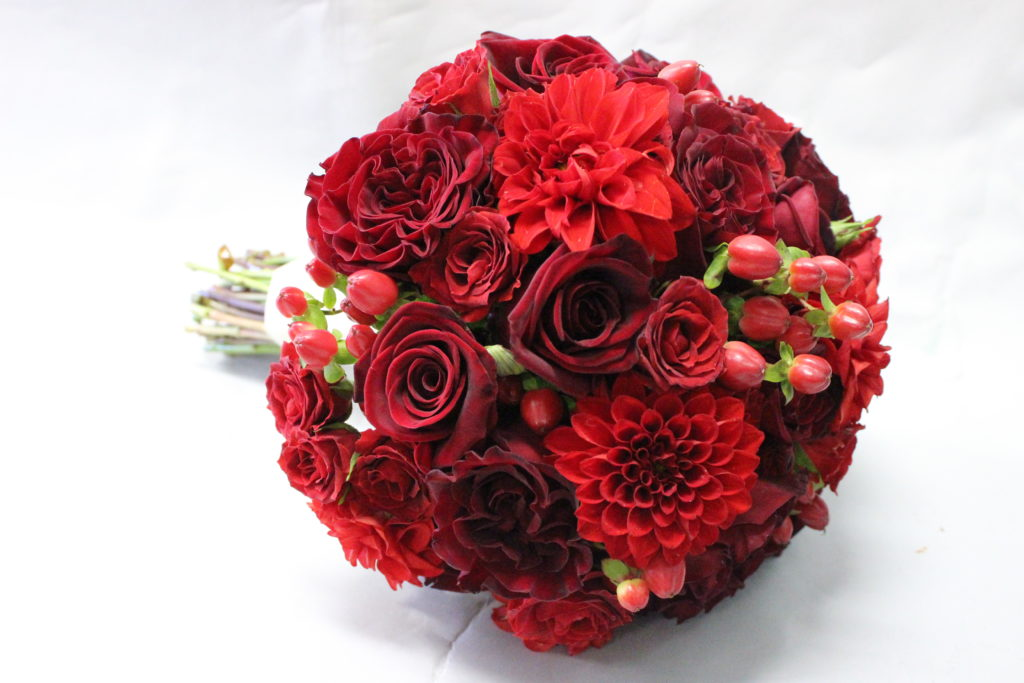 Red Des Moines wedding flowers